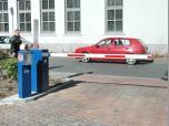 Kleinparkplatz, Automatische Einfahrt über Induktionsschleife-Ausfahrt über Codemünze